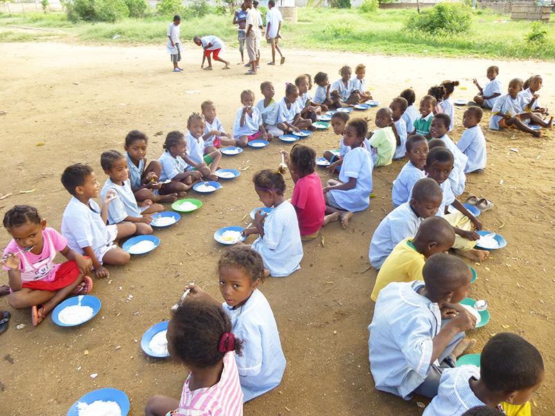 Programme d'alimentation scolaire petits déjeuners